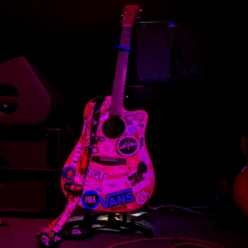 Míde's Guitar.png
